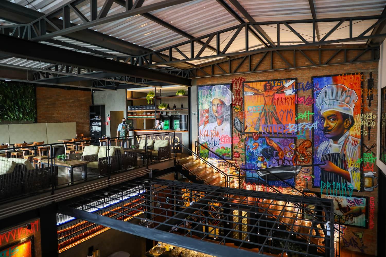 Dispondo de três ambientes, sendo: salão principal, bar e piso superior, o Venancio Restaurante & Bar já conquistou o coração dos paulistanos e amantes da alta gastronomia.