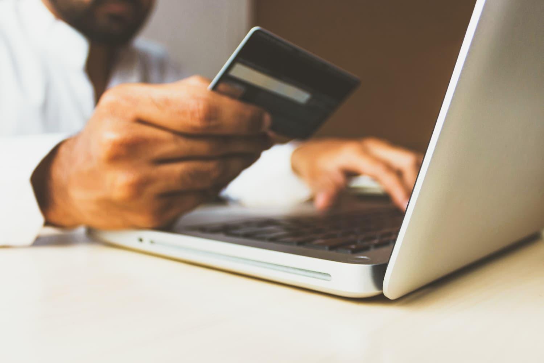 Faturamento do e-commerce cresce 62 % no Brasil após Covid-19